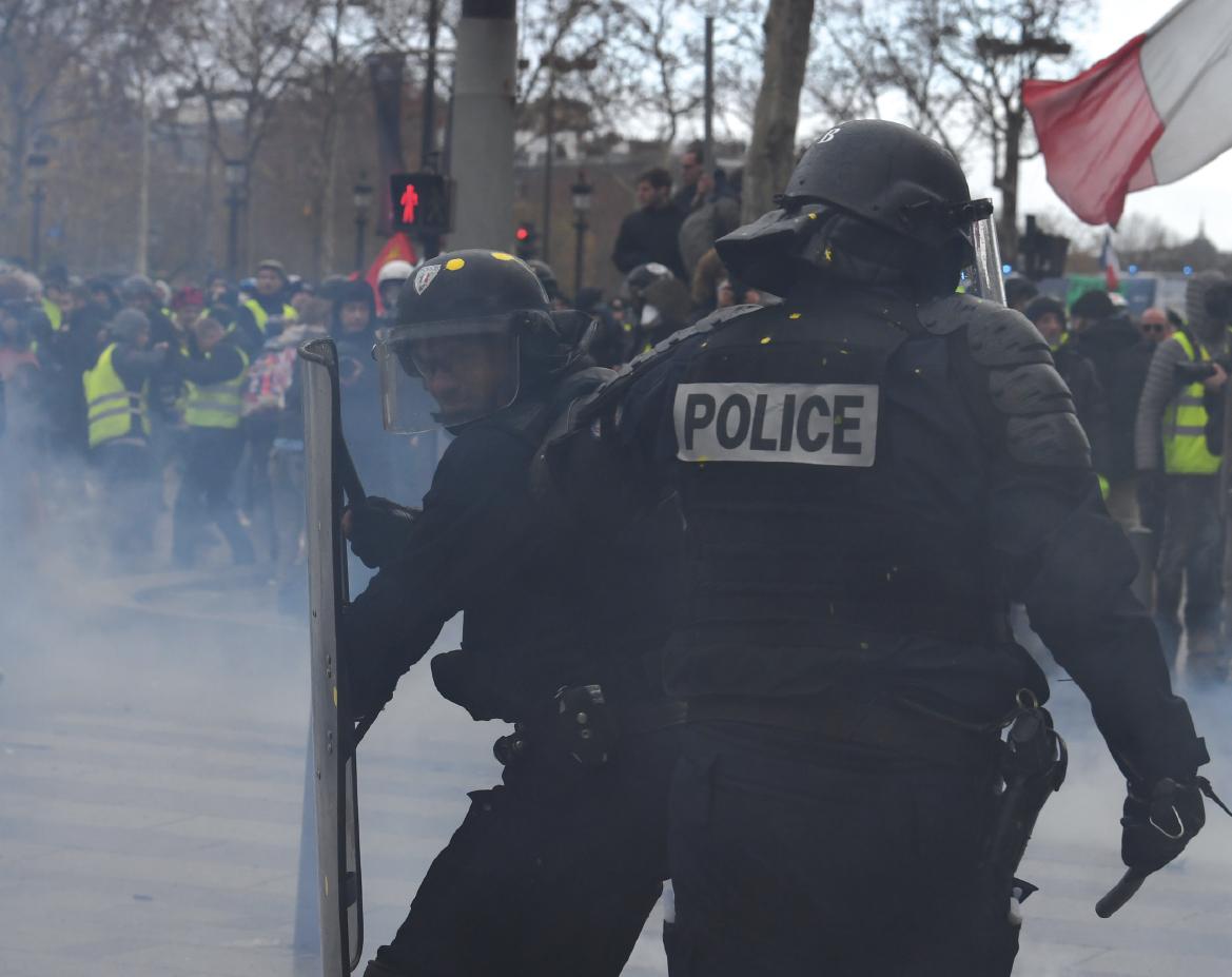Et Par Gilets » Policiers Jaunes Crise Vue La Gendarmes Des « rxsthQdC
